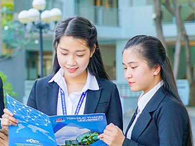 Chương trình giáo dục đại học bằng tiếng Anh